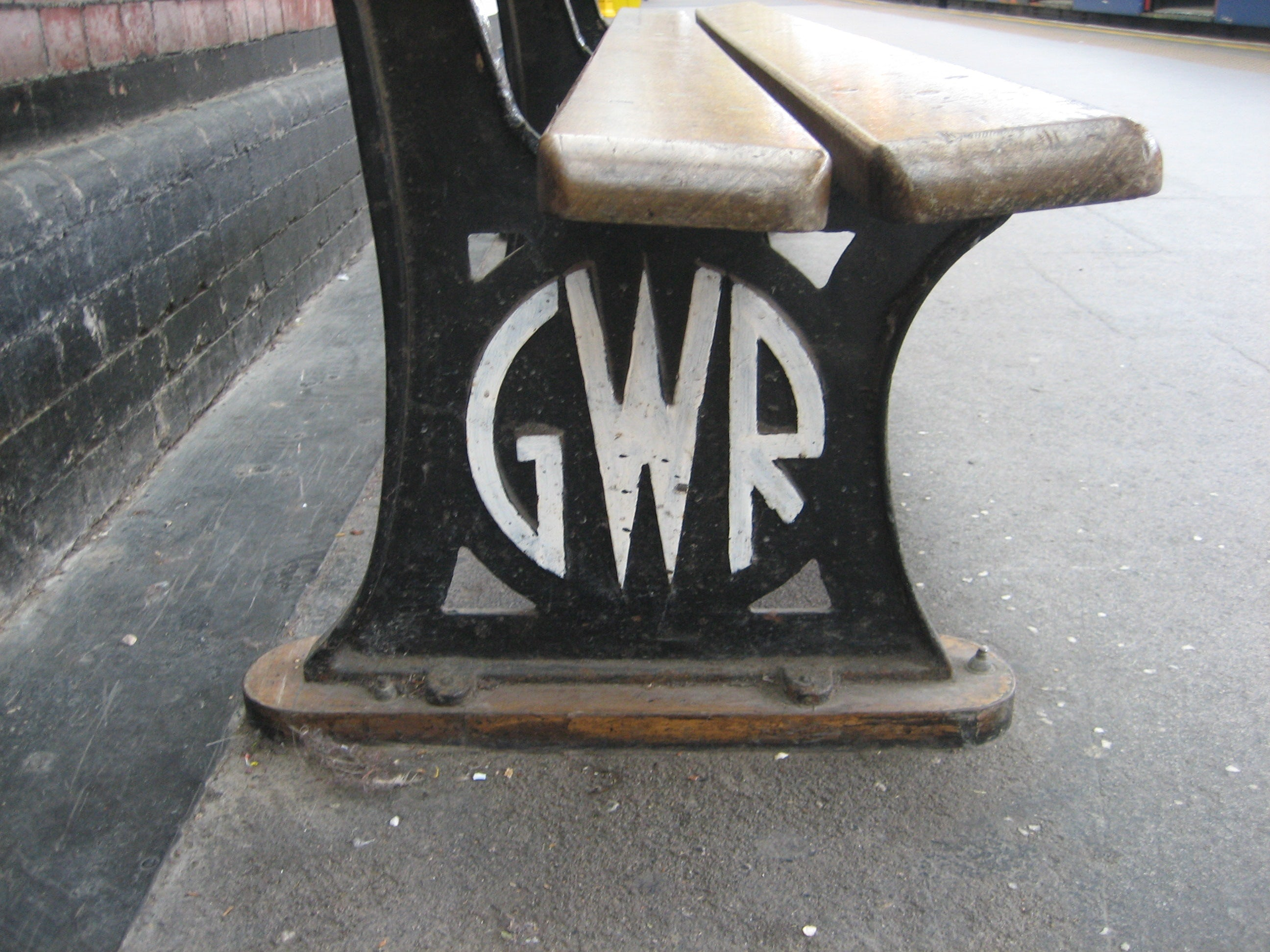 Original GWR logo on a bench at Hammersmith station (photo: 150greatthingsabouttheunderground.com)