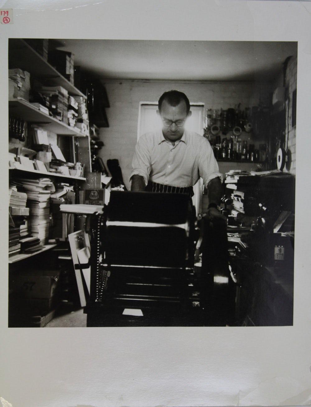 paul-peter-piech-working-in-his-studio-in-bushley-heath-crsite-crsite