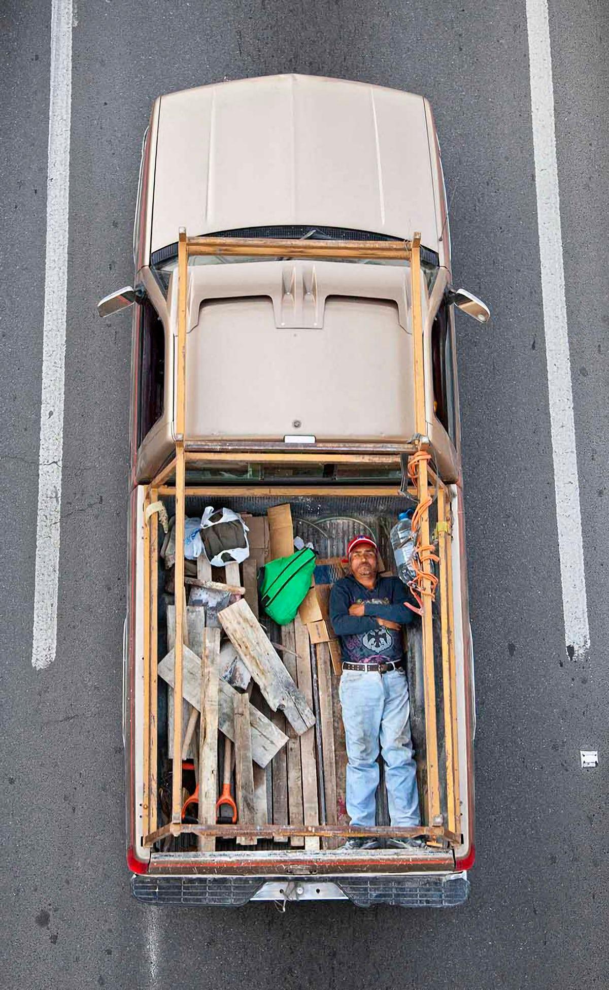 Alejandro Cartagena image of carpoolers in King's Cross exhibition